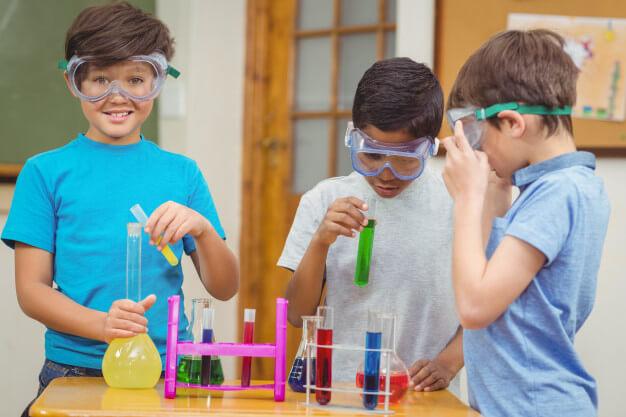 12 equipamentos e materiais utilizados em laboratórios escolares de química